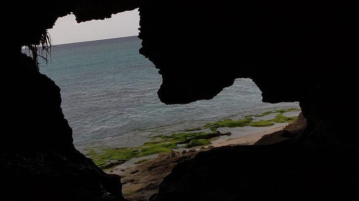 青い海と神々が宿る伊江島のパワースポット「ニャティヤ洞」