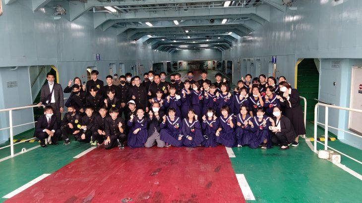 船舶運航100周年!記念事業で伊江中学3年生とその家族がフェリーで島を1周!!